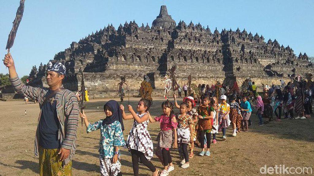 Hari Wayang Sedunia, Ratusan Wayang Dikirab di Candi Borobudur