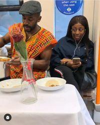Romantis! Pria Ini Sering Ajak Makan Penumpang di Kereta