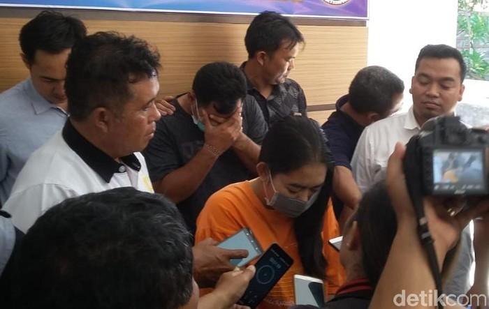 Ditahan Bu Guru Di Bali Yang Ajak Murid Threesome Kok Malu Malu