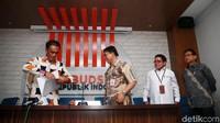 Anggota Ombudsman Laode Ida (kiri) memberikan keterangan terkait peristiwa pemadaman (blackout) listrik massal di Jakarta, Jawa Barat, dan Banten pada 4 Agustus lalu.