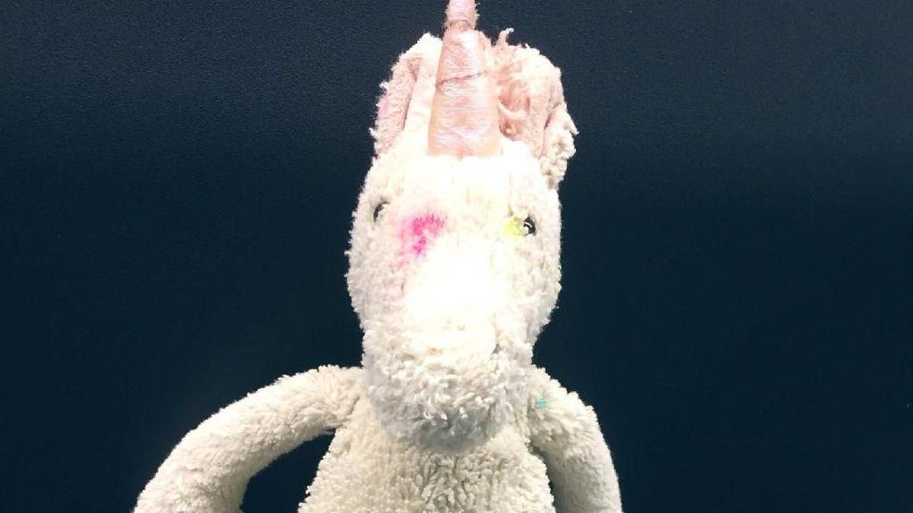 Cerita Boneka Unicorn di Bandara dan Netizen yang Gercep