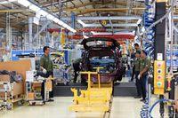 Pabrik perakitan mobil Chevrolet di Bekasi.