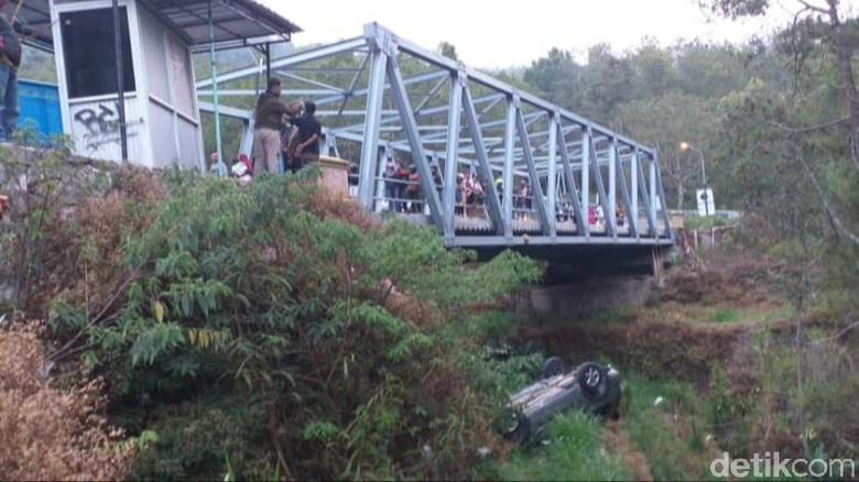 Rem Blong, Sebuah SUV Terjun Ke Jurang Sarangan