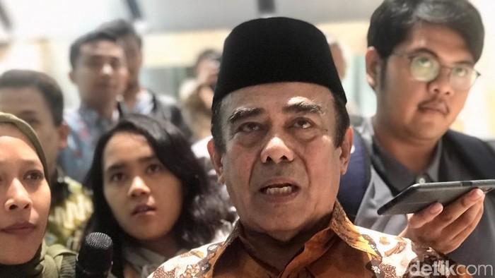 Fachrul Razi usai rapat di DPR. (Zhacky/detikcom)