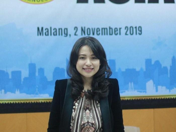 Risa Santoso, wanita yang jadi rektor termuda di Indonesia. Foto: Dok. Risa Santoso