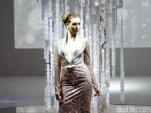 Gabung dengan IPMI, Ivan Gunawan Hadirkan Gaun Glamor dengan Twist Edgy