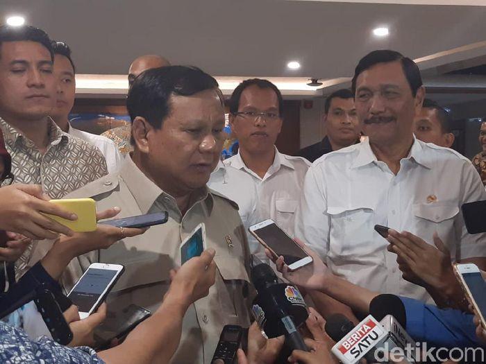 Foto: Menhan Prabowo Subianto bertemu Menko Maritim Luhut Binsar Pandjaitan/Achmad Dwi Afriyadi-detikFinance