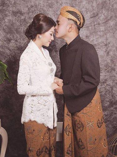 Inspirasi kebaya modern ala artis Indonesia.