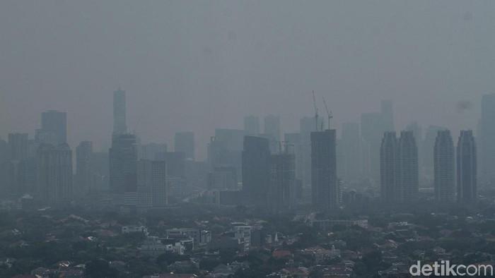 Tinggal di daerah berpolusi udara tinggi bisa disebut setara dengan merokok 150 batang. Foto: Rifkianto Nugroho