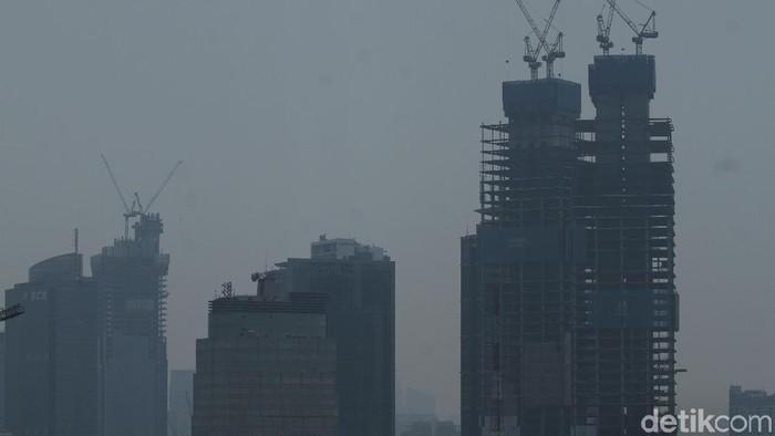 Langit Jakarta kusam oleh polusi (Foto: Rifkianto Nugroho)