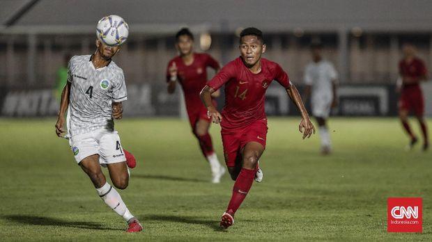 Fajar Fathur Rahman cetak satu gol di babak pertama.