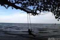 Pantai dan Mitos Batu Keramat di Pulau Sebatik