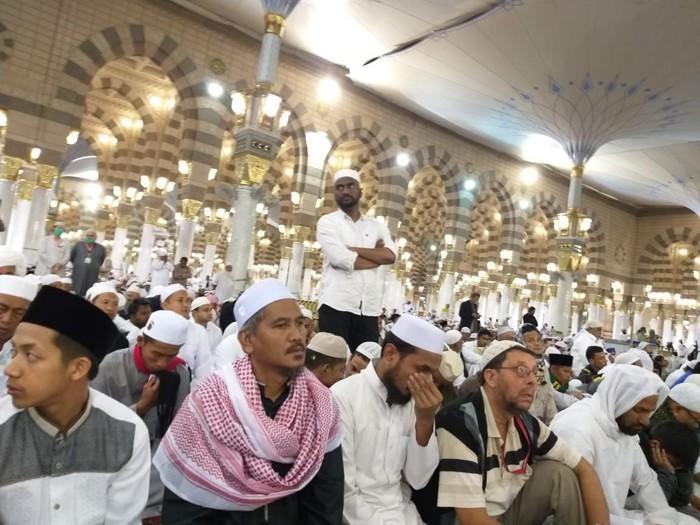Foto: Rombongan umrah marbut masjid DKI Jakarta di Madinah (Kanavino-detikcom)