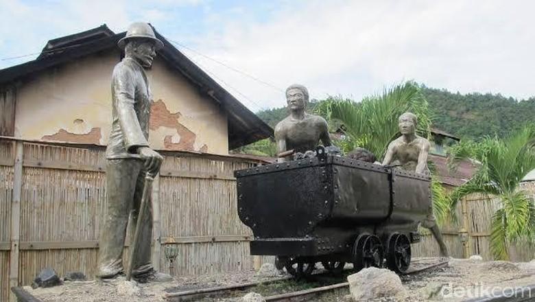 Monumen Manusia Rantai di Sawahlunto (Faela Shafa/detikcom)