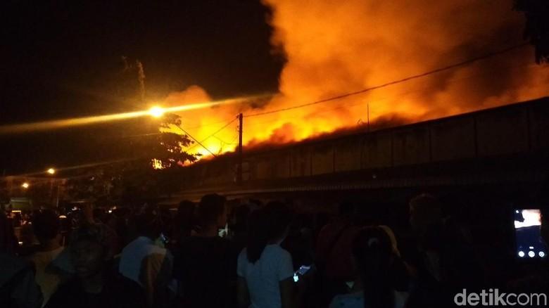Pasar Ngunut Tulungagung Terbakar, Ratusan Kios Ludes Dilalap Api