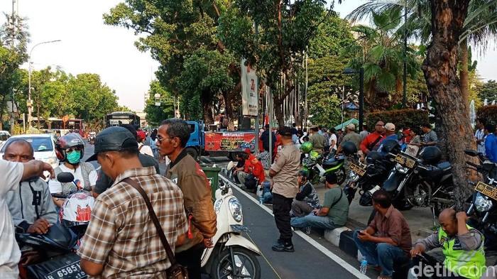 Foto: Demo di Depan Balai Kota (Eva/detikcom)