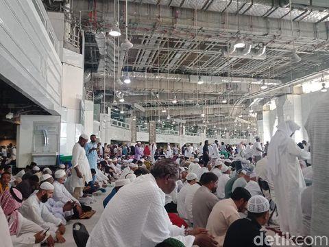 Suasana salat Jumat di Masjidil Haram