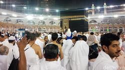 Senangnya Jemaah Umrah Majelis Taklim DKI Khatam Alquran di Tanah Suci