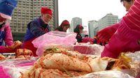 Keren! Ribuan Orang Buat 35 Ton Kimchi di Korsel untuk Orang Miskin