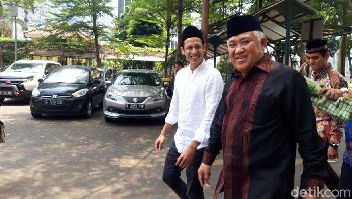 Mendikbud Nadiem Makarim salat Jumat bersama Ketua Dewan Pertimbangan MUI Din Syamsuddin (Rahel Narda/detikcom)