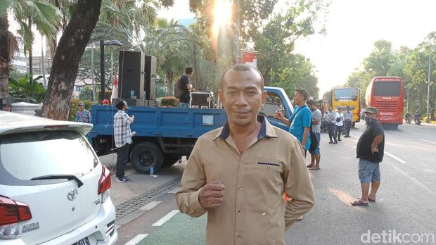 Demo di Depan Balai Kota, Massa Protes Tranparansi Anggaran-IMB Reklamasi
