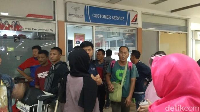 Foto: Penumpang Sriwijaya Marah-marah di Bandara Hasanuddin (Bakrie-detikcom)