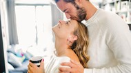 Istri Perlu Tahu...Ini Alasan Libido Suami Memuncak di Pagi Hari
