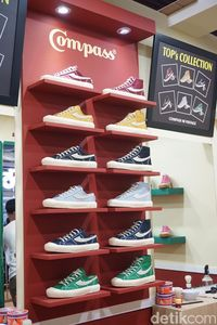 Produk Sneakers Compass.