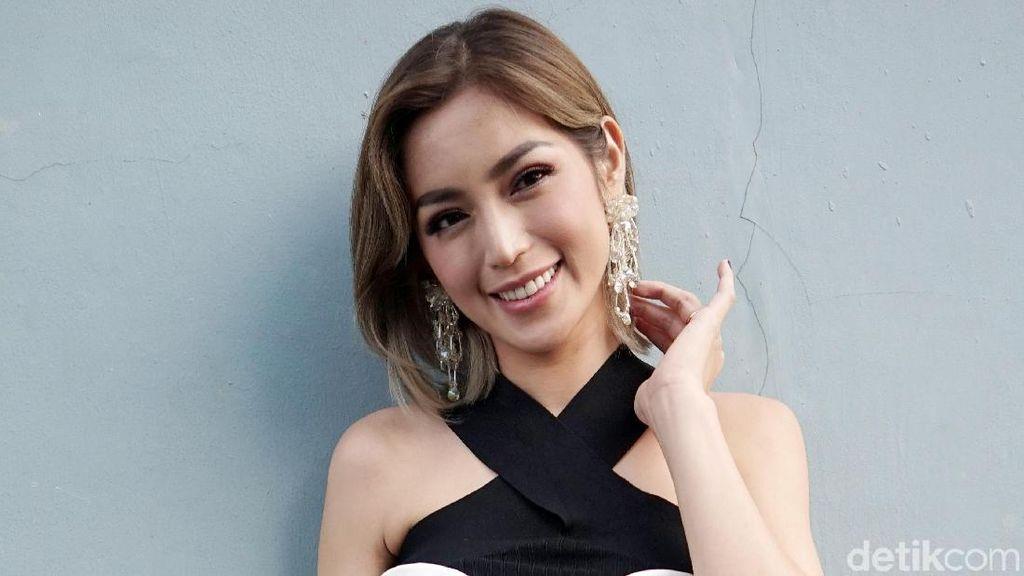 Jessica Iskandar Bawa Sunblock Buat Natalan di Melbourne