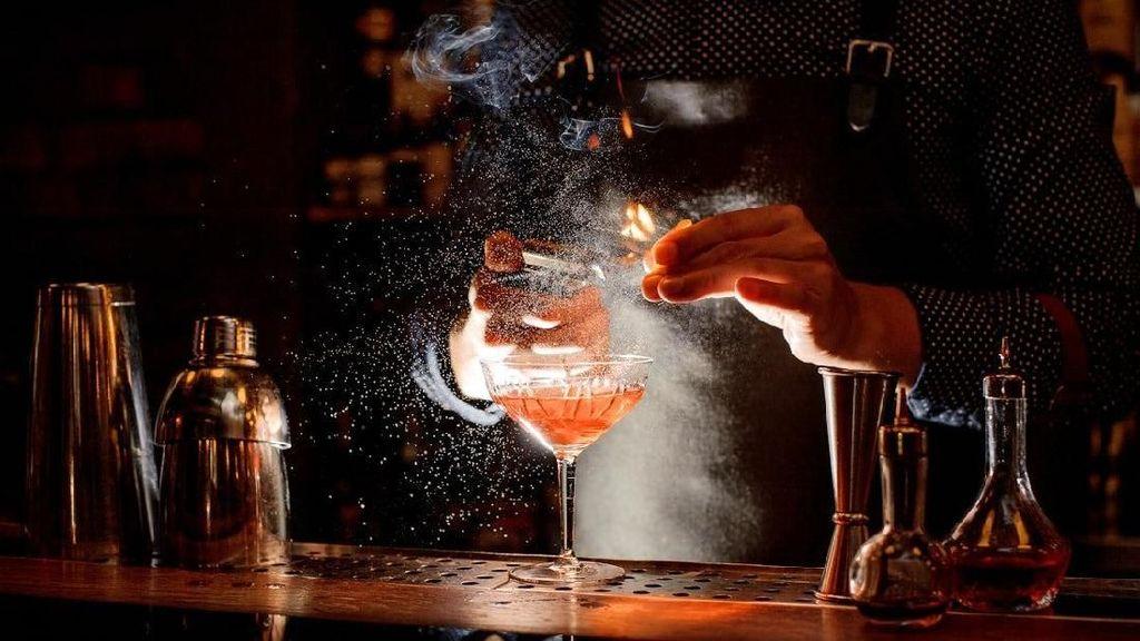 5 Curhatan Paling Menyedihkan yang Pernah Didengarkan Para Bartender