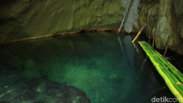 Memiliki kedalaman hingga 3 meter, yentunya Kolam Ajelly ini bisa menjadi destinasi wisata yang perlu masuk bucket list ketika liburan di Raja Ampat (Randy/detikcom)