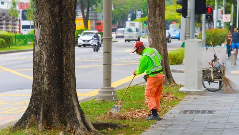 Petugas kebersihan di Singapura (iStock)