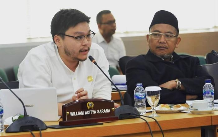 Pemilik akun Instagram @willsarana ini berasal dari Partai Solidaritas Indonesia (PSI). Ia kini menjadi anggota DPRD DKI Jakarta paling muda. Foto: Instagram willsarana
