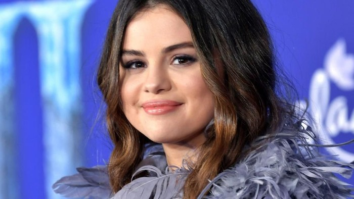 HOLLYWOOD, CALIFORNIA - NOVEMBER 07: Gracie Teefey and Selena Gomez attend the premiere of Disneys Frozen 2 at Dolby Theatre on November 07, 2019 in Hollywood, California. (Photo by Amy Sussman/Getty Images)
