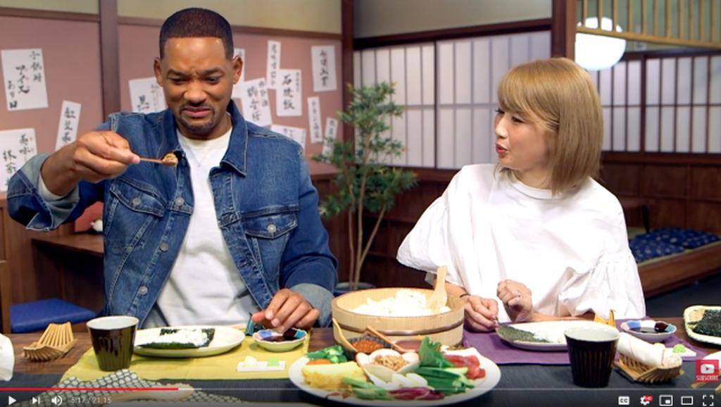 Berkunjung ke Jepang, Will Smith Belajar Bikin Sushi