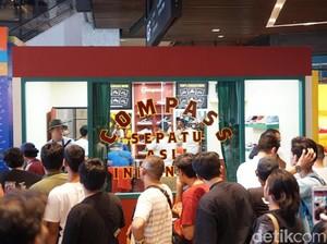 Ratusan Orang Antre Beli Sneakers Compass di Urban Sneaker Society, SCBD