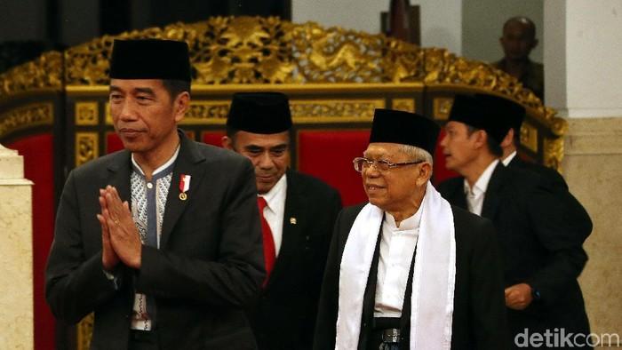 Presiden Jokowi menghadiri peringatan Maulid Nabi Muhammad SAW di Istana Negara. Jokowi didampingi Wakil Presiden KH Maruf Amin.