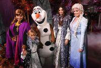 Selena Gomez menghadiri premier Frozen 2.