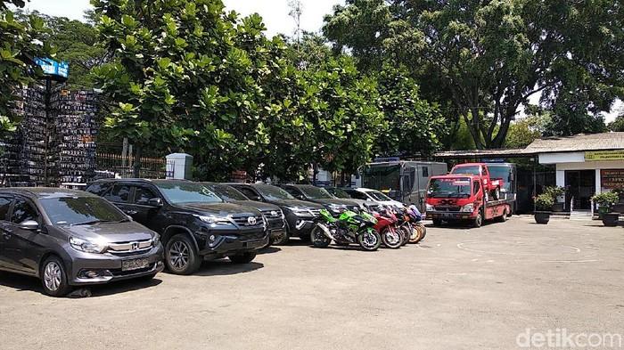 Deretan Mobil Motor Bos Akumobil Yang Dibeli Pakai Duit Konsumen