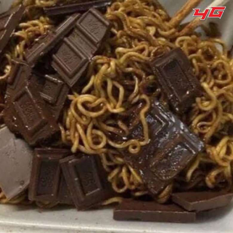 Mie goreng paling enak dimakan dengan tambahan cabai atau telur. Tapi kalau dicampur cokelat maka rasanya akan amburadul. Masih bisa dimakan nggak ya? Foto: istimewa