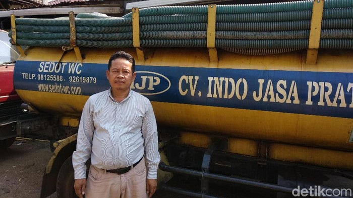 Pengelola sekaligus tukang sedot WC di CV Indojasa Pratama Ridwan. (Foto: Michelle Natasya/detikHealth)