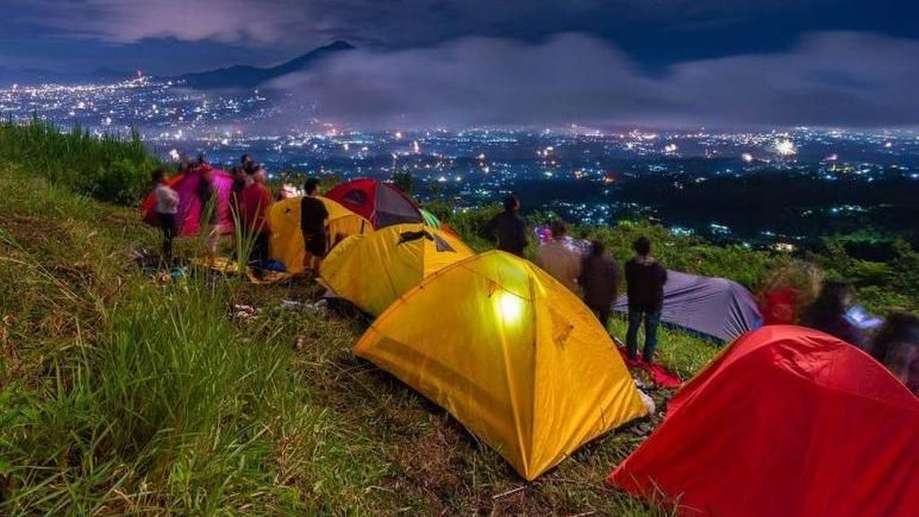 Panorama Alam Cantik di Bukit Alesano