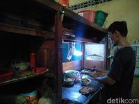 Mie Ayam Serasa Mie Goreng Hanya Bisa Dicicipi di Warung Pak No
