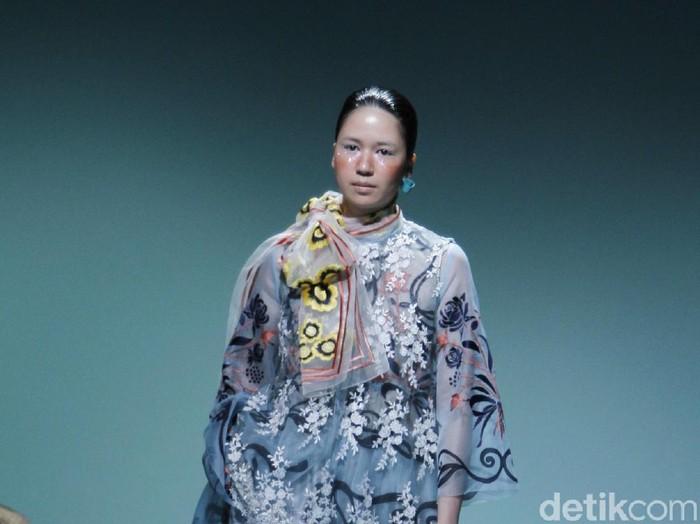 Desainer Biyan Wanaatmadja luncurkan koleksi terbaru. Foto: Moh. Abduh