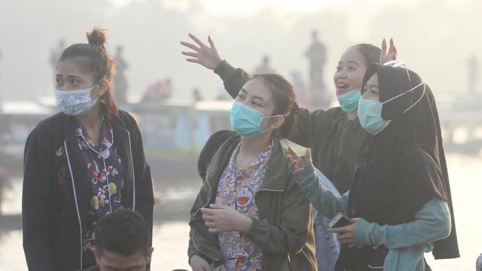 Masker bisa mencegah masuknya partikel polusi ke saluran pernapasan (Foto: Antara Foto/Bayu Pratama S)
