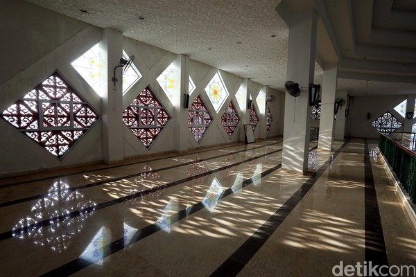 Wisata Ke Masjid Agung Karimun