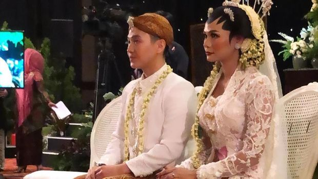 Adik bungsu Yuni Shara dan KD, Kartika Sary menikah.