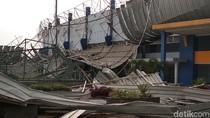 Duh, Atap Stadion Bola di SOR Arcamanik Ambruk