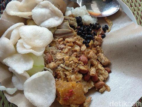 Nikmatnya Makan Sego Gurih Diiringi Gamelan Sekaten