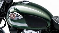 Kawasaki W800 baru tersedia dalam 1 warna, yaitu Metallic Dark Green, dengan harga Rp 285.000.000. Motor ini akan memulai pengiriman ke diler-diler per tanggal 18 November 2019. Istimewa/Dok. Kawasaki.